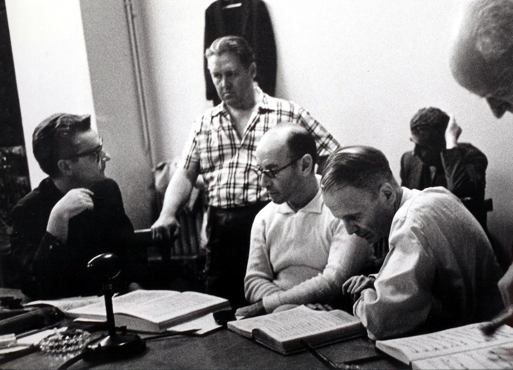 <i>Bjoerling, 1960, durante la grabación de Turandot. Al centro está sentado Erich Leinsdorf, quien dirgió la Orquesta de la Ópera de Roma</i>