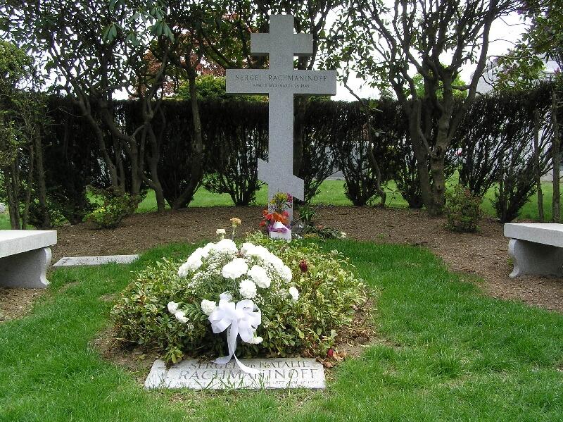 Tumba de Sergei y Natalia Rachmaninoff en el Cementerio Kensico, N. Y.