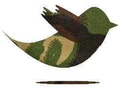 Tuit con camuflaje verde oliva